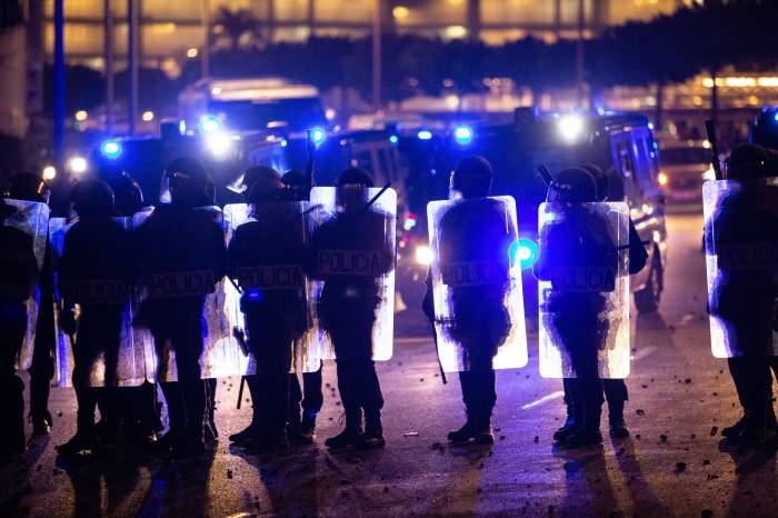 Zeci de zboruri anulate pe aeroportul din Barcelona! A fost blocat de protestatari, după ce nouă politicieni pro-independență au fost condamnați la închisoare