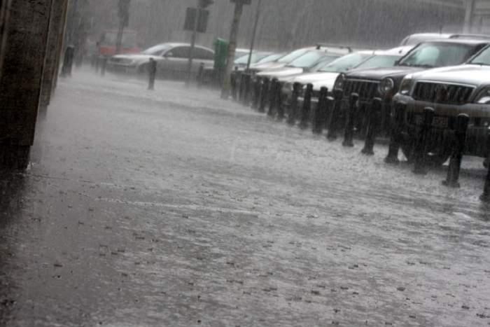Vremea în București, joi, 3 octombrie. Se întorc furtunile