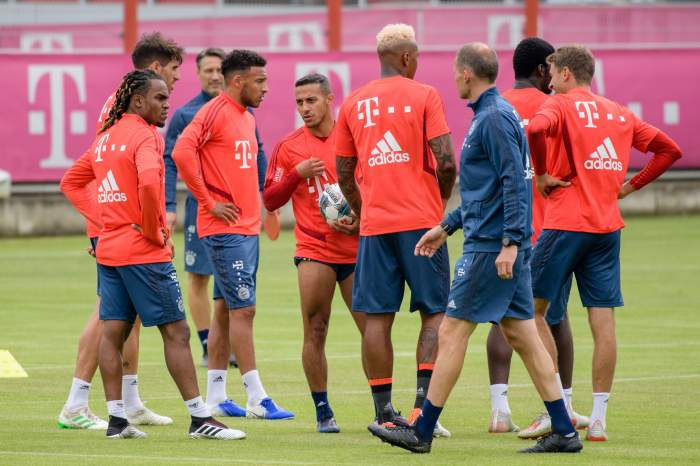 Momente de groază în timpul unui antrenament al lui Bayern Munchen! Unul dintre starurile bavarezilor s-a prăbuşit pe teren, iar şedinţa de pregătire a fost suspendată