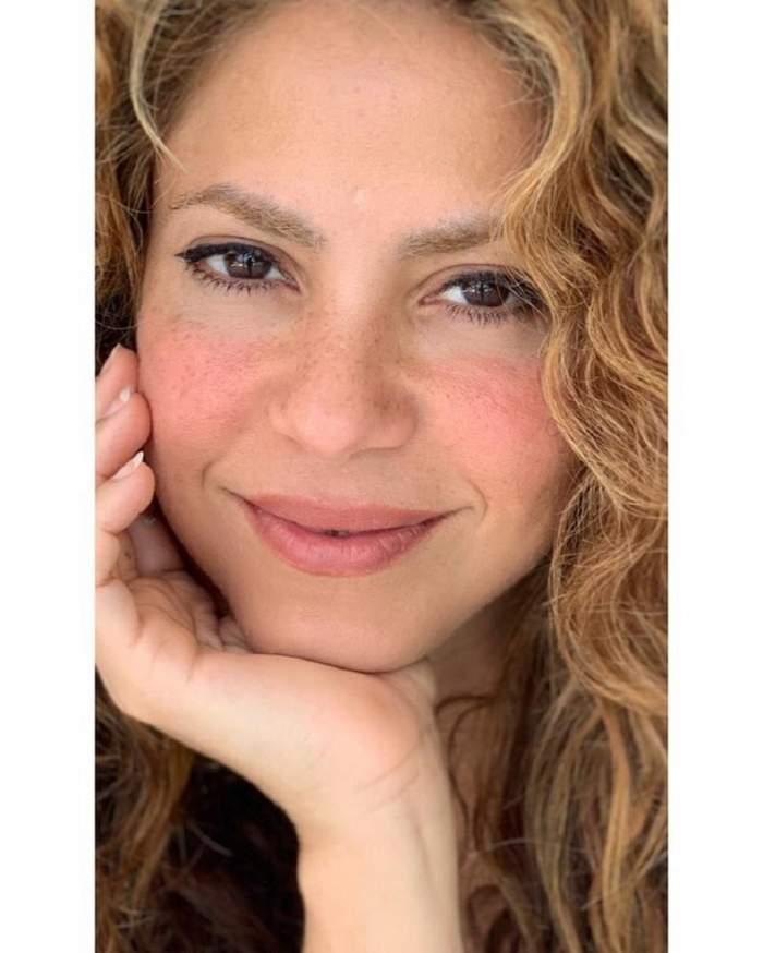 Cum arăta Shakira, înainte de a fi celebră. Operațiile au transformat-o într-o divă! GALERIE FOTO