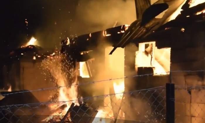 Tragedie în Neamț! Un bărbat a ars de viu, după ce locuința i-a luat foc, din cauza unei lumânări