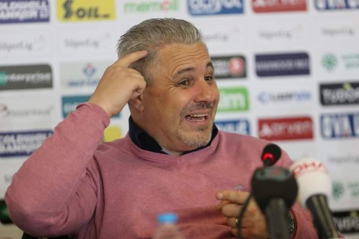 """VIDEO / Marius Şumudică s-a dat în spectacol, după ce a fost bătut de echipa lui Erdogan! """"Uitați-vă aici, am vânătaie pe braţ"""""""