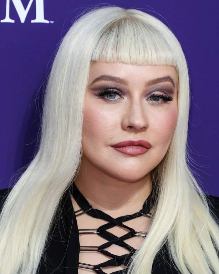 Christina Aguilera se îngrașă pe zi ce trece! Artista a ajuns să fie de nerecunoscut din cauza kilogramelor în plus. GALERIE FOTO
