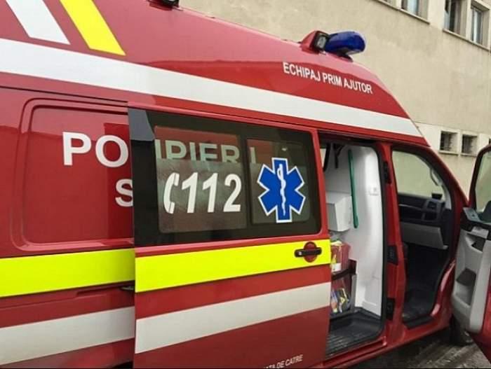 O ambulanță SMURD s-a răsturnat în Capitală. Membrii echipajului au fost răniți
