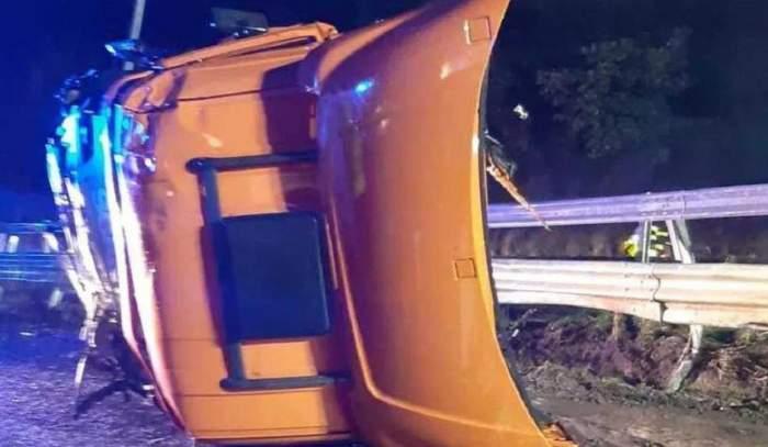 Român mort într-un tragic accident în Italia! Cabina TIR-ului pe care îl conducea a fost smulsă şi făcută praf pe şosea