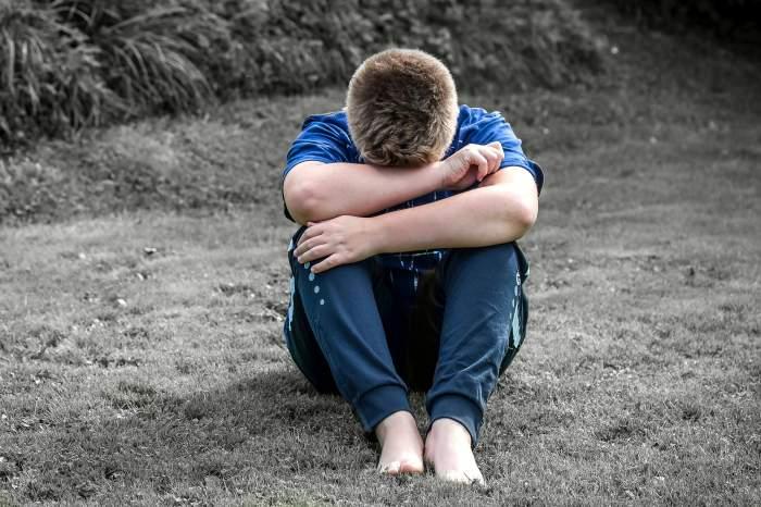 Adolescent din Brăila, decizie fără precendent! Și-a dat mama în judecată pentru a merge la școală