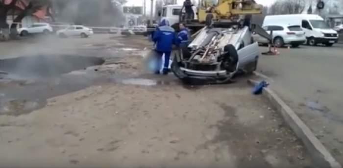 Accident extrem de șocant! Doi bărbați au murit, fierți de vii, după ce au căzut cu mașina într-o groapă cu apă clocotită