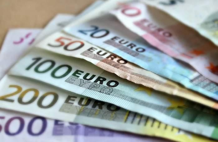 Curs valutar BNR, azi, 20 noiembrie. Euro, creștere istorică! Dolarul crește și el, lira sterlină scade