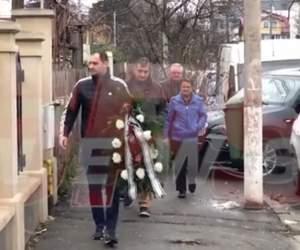 Au îngropat securea războiului. Fiul cel mare şi fratele Ilenei Ciuculete au ajuns la înmormântarea lui Cornel Galeş / VIDEO