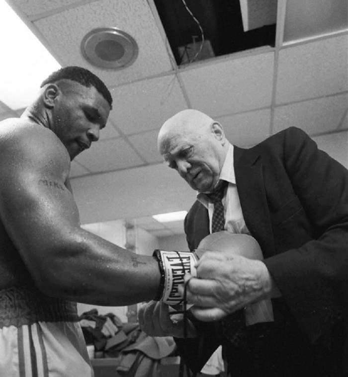"""VIDEO / Mike Tyson a dezvăluit numele singurului om de care s-a temut! """"Mă făcea să mă simt ca un rahat"""""""