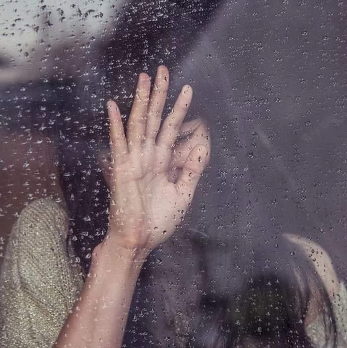 O adolescentă din Argeş şi-a anunţat mama, sâmbătă seara, că vrea să se omoare. Incredibil cum a fost găsită