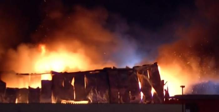 """Incendiu devastator lângă Bucureşti. A fost emis un mesaj Ro-Alert: """"Degajări mari de fum"""""""