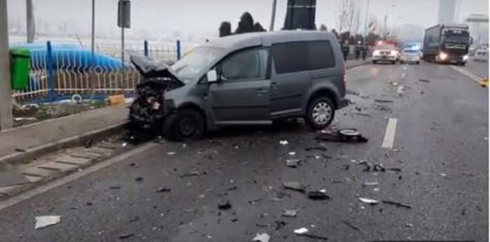 Un tânăr fără permis de conducere a făcut prăpăd pe o şosea. În accident au fost implicate trei maşini