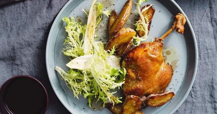 REȚETE cu carne de rață: Pulpe la cuptor, cu lămâie, cartofi și usturoi