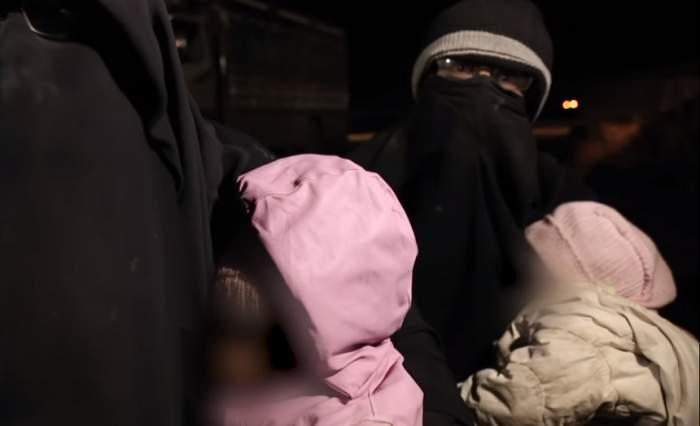 Au plecat în vacanță, dar au ajuns membri ISIS. Familia cere acum ajutor pentru a scăpa