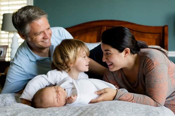"""Cuvintele """"mamă"""" și """"tată"""", interzise în școli! Cu ce vor fi înlocuite"""