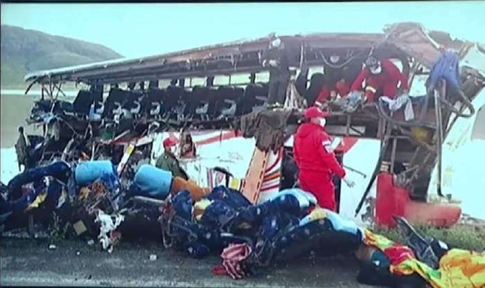 VIDEO / Accident grav în Bolivia! Un autocar s-a făcut praf lăsând în urmă 24 de morţi