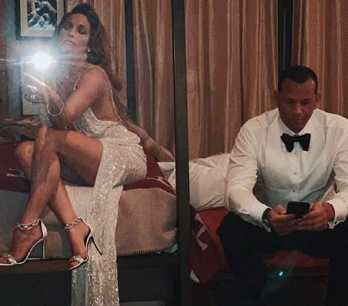 """VIDEO / Jennifer Lopez, filmată de iubit când se """"rupe"""" în mișcări la bară! Artista le dă clasă puștoaicelor de 20 de ani"""
