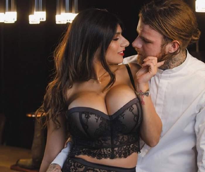 """VIDEO / În filmele XXX e o fiară, dar acasă e """"mâță blândă"""". Cum s-a filmat Mia Khalifa, cu iubitul ei"""