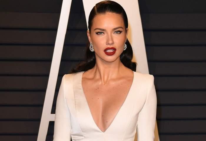 FOTO / Adriana Lima, apariție super hot la Gala Premiilor Oscar! A îmbrăcat o rochie cu un decolteu amețitor