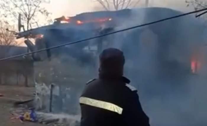Bebeluş din Dâmboviţa, de numai patru luni, ars într-un incendiu! Ceilalţi copii s-au salvat