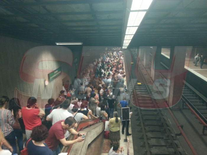 Probleme la metrou! Circulaţia se desfăşoară cu dificultate