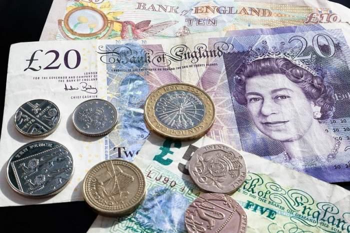 Curs valutar BNR azi, 27 februarie. Euro și Dolarul scad