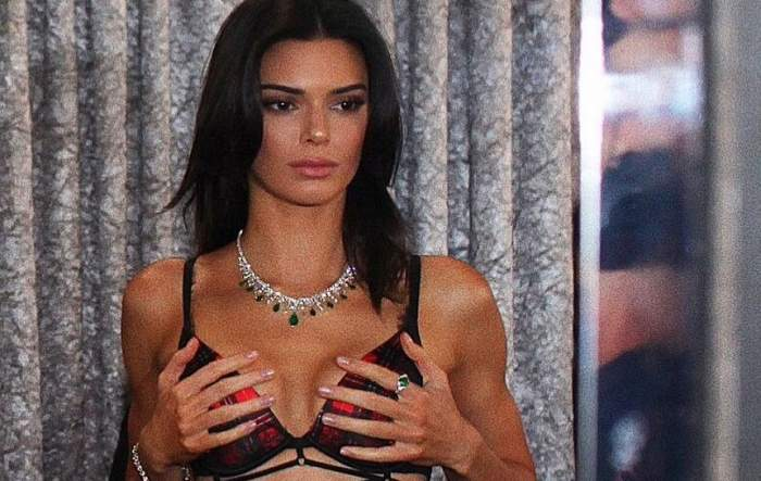 """FOTO / Kendall Jenner s-a dezbrăcat complet, """"de dragul"""" modei! Imagini senzaționale cu cel mai bogat model din lume"""