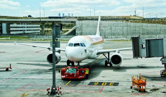 Panică pe aeroportul Otopeni! O aeronavă cu 150 de pasageri a aterizat de urgență