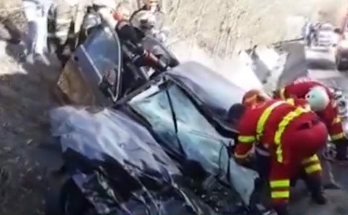 Imagini şocante de la accidentul din Argeş! O fată de 19 ani este în stare gravă