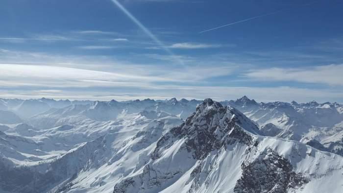 Doi turiști, victime ale unei avalanșe de proporții! Cadavrele au fost găsite îngropate în zăpadă