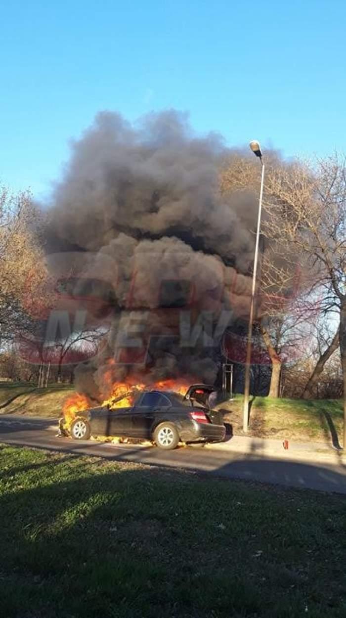 Mașină în flăcări pe un pod din Capitală! Pomperii au intervenit de urgență. VIDEO