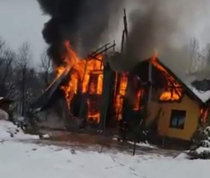 O gospodărie din Harghita, mistuită de flăcări! Vinovați de producerea incendiului ar fi niște copii
