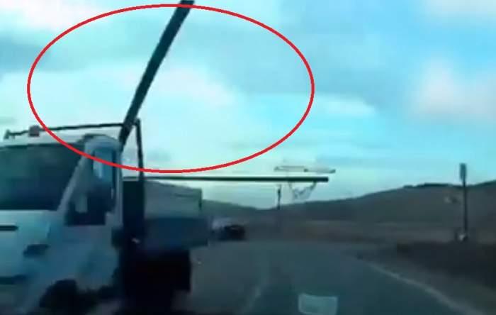Imagini şocante în Cluj! O bară metalică din remorca unei camionete a ajuns într-un autoturism, în mers