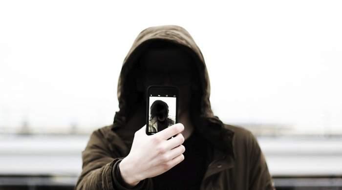 Un deţinut român, într-un penitenciar din Italia, a fost găsit cu un telefon mobil şi un încărcător în rect