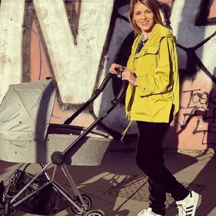 """Andreea Ibacka, la plimbare alături de micuța Inoke și """"bona"""" familiei: """"I-am făcut rovinietă la cărucior"""" FOTO"""