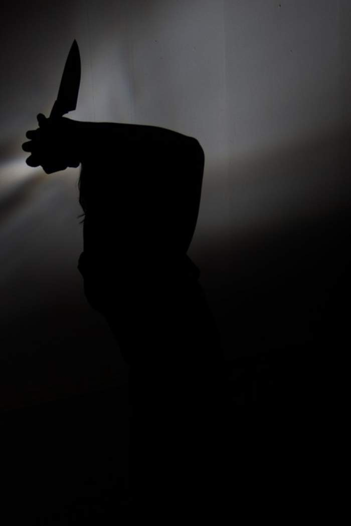 Un bărbat din Pitești a vrut să își facă nevoie, dar a fost înjunghiat în spate de un necunoscut