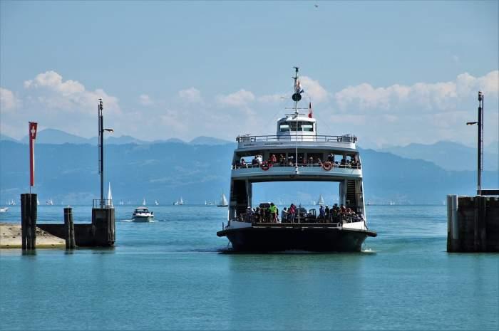 54 de morți și 28 de dispăruți, după ce un feribot supraaglomerat s-a scufundat. FOTO