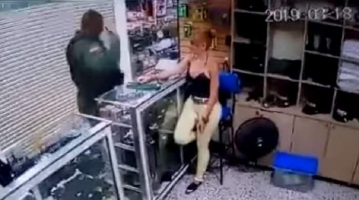 Imagini absolut șocante! Un polițist a mers la magazinul unde lucrează iubita, apoi s-a împușcat în cap. VIDEO