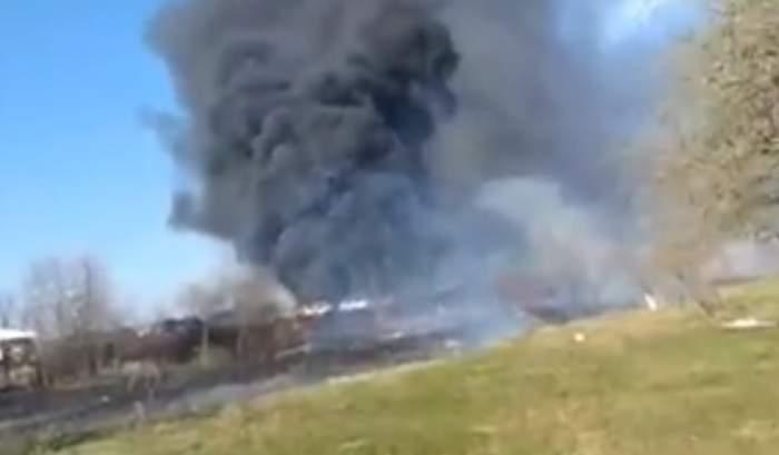 Incendiu de proporții în Prahova, în apropiere de un parc auto! Pompierii intervin de urgență
