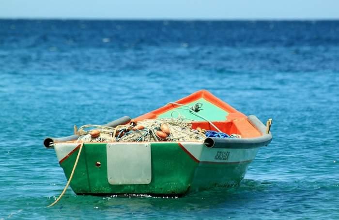 O nouă şalupă cu droguri abandonată în Delta Dunării / VIDEO