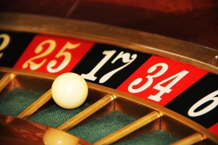Veşti importante pentru românii dependenţi de jocurile de noroc! Cazinourile ar putea dispărea de la parterul blocurilor / VIDEO
