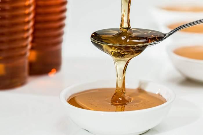 Sirop de tuse făcut în casă, cu miere. Ai nevoie doar de 5 ingrediente