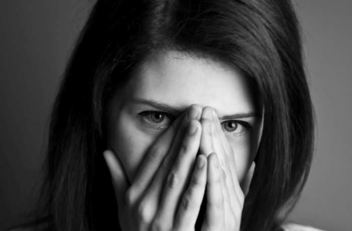 O tânără de 20 de ani din Iaşi s-a sinucis în casa iubitului! Biletul de adio e sfâşietor!