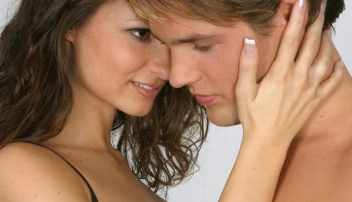 Sunteți părinți dar vreți să vă bucurați de partide de sex? Poziția amoroasă pe care trebuie să o încerci, când dorm copiii