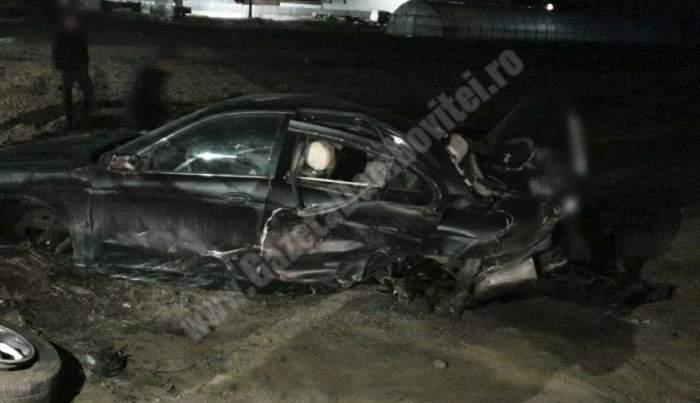 Bolid de lux făcut praf în Dâmboviţa! Şoferul a fugit de la locul accidentului