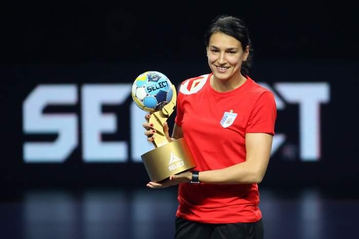 """Cristina Neagu își prelungește contractual cu CSM București! Află ce salariu va avea! """"Ea e pentru noi cum e Messi pentru Barcelona"""""""