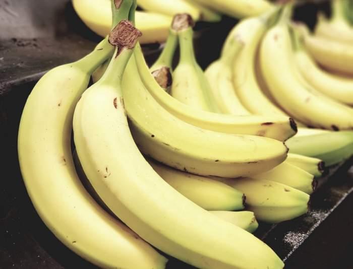 ÎNTREBAREA ZILEI: De ce sunt bananele curbate?