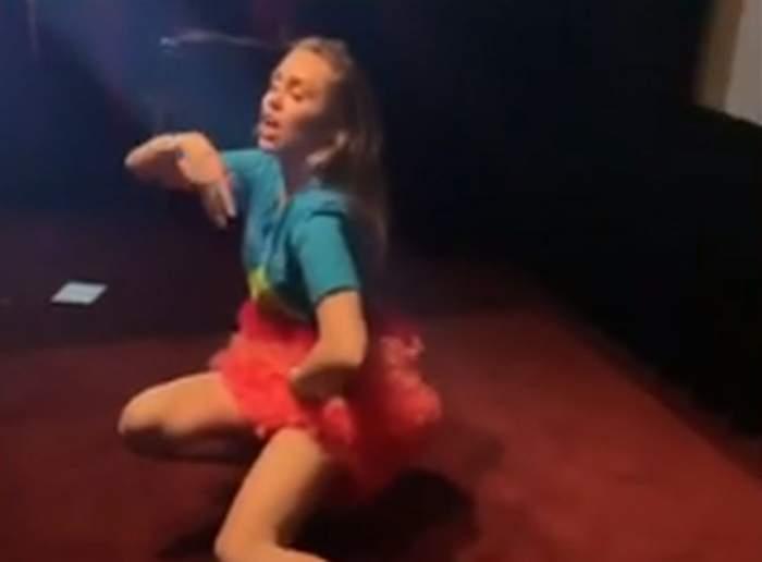 VIDEO / Miley Cyrus a căzut pe scenă! Cum a reacţionat artista după ce s-a făcut de râs!