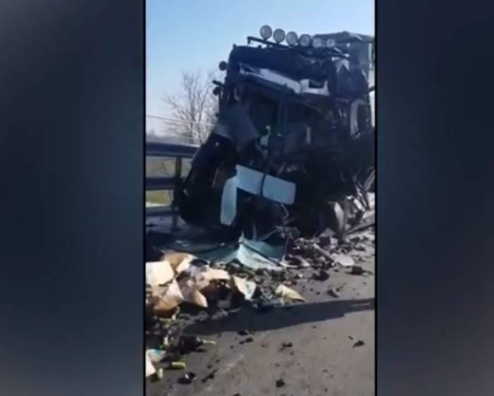 """Şofer român, strivit într-un accident de TIR. Cu ultimele puteri a reuşit să ceară ajutor. """"Scoateţi-mă, scoateţi-mă!"""" / VIDEO"""